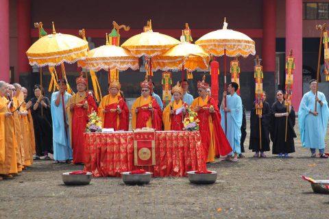 UPACARA BUDDHA-DHARMA MAHA DEVA PUJA-VIDHI di MKBC (medan)